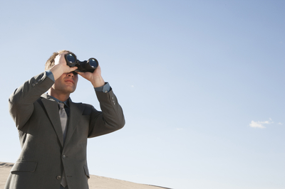 businessman-with-binoculars_BFu7P8RBs